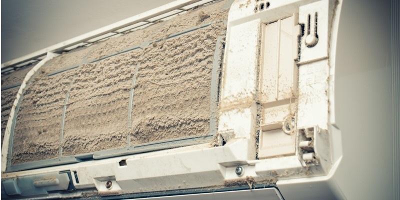 Condizionatore d'aria molto sporco-condizionatori Brescia